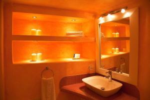 A bathroom at Whitedeck Santorini