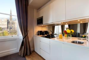 A kitchen or kitchenette at Fraser Suites Edinburgh