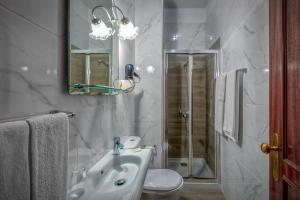 A bathroom at Classico