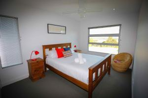 A bed or beds in a room at Pindara