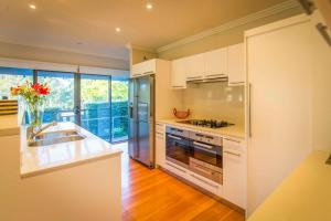 A kitchen or kitchenette at The Arthouse