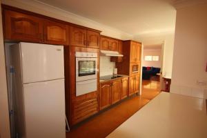 A kitchen or kitchenette at Verona Vineyard Cottage