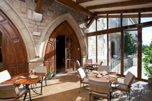 A restaurant or other place to eat at Parador de Teruel