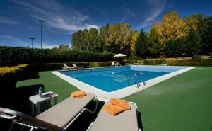 The swimming pool at or near Parador de Teruel