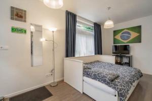 Een bed of bedden in een kamer bij Bos en Lommer Hotel - Erasmus Park area
