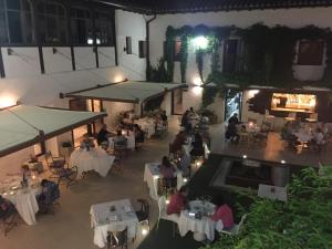 A restaurant or other place to eat at Hotel Resort Cueva del Fraile.