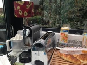 Coffee and tea-making facilities at Aux Portes de Paris