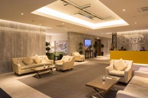 The lobby or reception area at Menlo Park Hotel