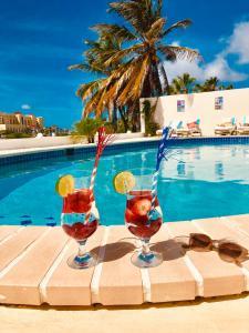 卡里布阿魯巴精品酒店游泳池或附近泳池