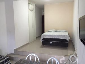 A bed or beds in a room at Bahia Flat Apt 124 Farol da Barra