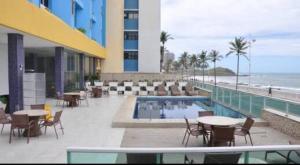 The swimming pool at or close to Bahia Flat Apt 124 Farol da Barra