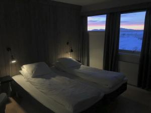A bed or beds in a room at Vadsø Fjordhotell