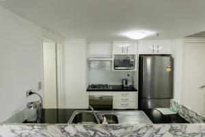 A kitchen or kitchenette at 91 Liverpool Street, World Tower