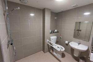 A bathroom at St Nicholas Hotel