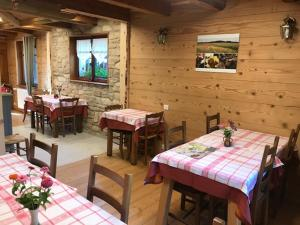 A restaurant or other place to eat at FERME-AUBERGE DU RONDEAU