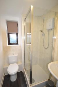 A bathroom at Claremont Mews