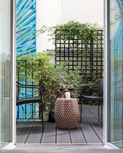 A balcony or terrace at Hotel Les Bains Paris