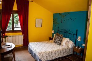 Cama o camas de una habitación en Casa Rural y Spa El Huerto del Abuelo