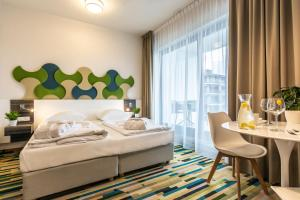 A bed or beds in a room at Baltic Park Molo Apartments by Zdrojowa