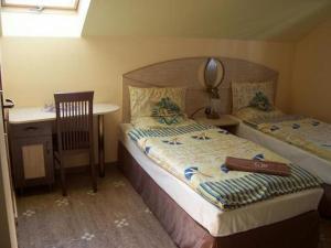 Łóżko lub łóżka w pokoju w obiekcie Hotel Faraon