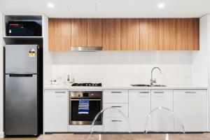 A kitchen or kitchenette at Swainson on Grote