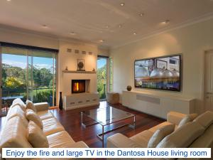 A seating area at Dantosa Blue Mountains Retreat