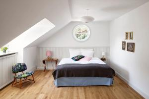 En eller flere senge i et værelse på Hotel Hornbækhus