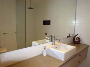 A bathroom at AMORE