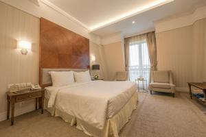 A bed or beds in a room at FLC Luxury Resort Vinh Phuc