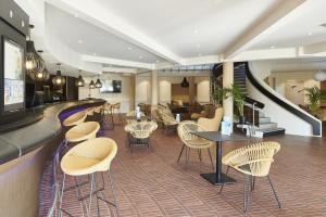 オテル ヴァカンス ブル デルクロワにあるレストランまたは飲食店