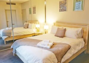 A bed or beds in a room at Inmark Tower