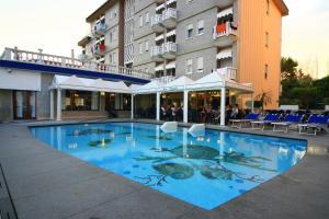 Bazén v ubytování Hotel Danieli nebo v jeho okolí