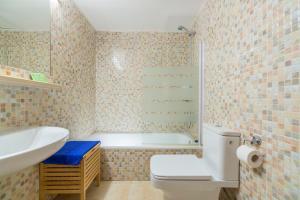 Een badkamer bij Apartaments Els Llorers