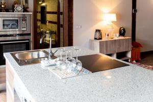 Una cocina o zona de cocina en Plaza Mayor Apartamentos 10