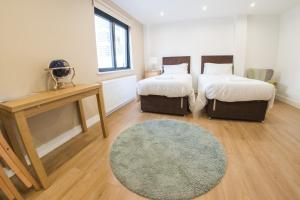A bed or beds in a room at Ilford Tower Apartments