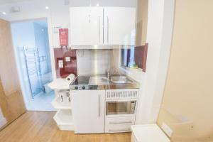 A kitchen or kitchenette at Ilford Tower Apartments