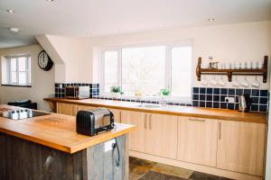 A kitchen or kitchenette at The Bike Shed