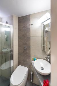 A bathroom at Esperance 2