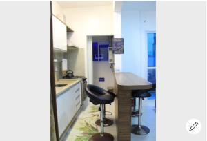 Una cocina o zona de cocina en APARTAMENTO NA PRAIA (RIO TAVARES)