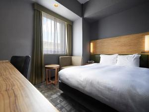 A bed or beds in a room at Sotetsu Grand Fresa Tokyo-Bay Ariake