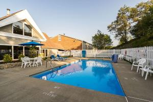 The swimming pool at or near Quality Inn Morgantown