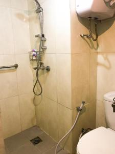 A bathroom at Apartment Jarrdin Bandung Downtown 3Bed