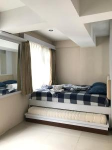 A bed or beds in a room at Apartment Jarrdin Bandung Downtown 3Bed