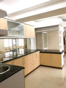 A kitchen or kitchenette at Apartment Jarrdin Bandung Downtown 3Bed