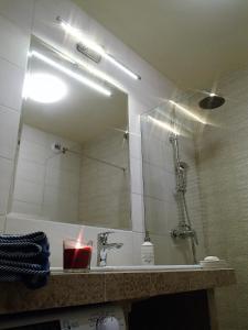 Kúpeľňa v ubytovaní Cracovia Panorama East Apartment Vermelo