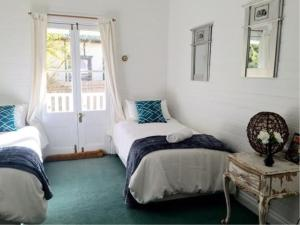 A bed or beds in a room at EchoblueKatoomba