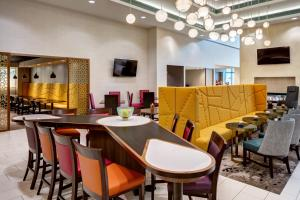 A restaurant or other place to eat at Homewood Suites by Hilton Salt Lake City Downtown