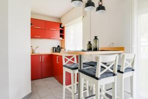 A kitchen or kitchenette at Saint Pères-Sleep in Normandie