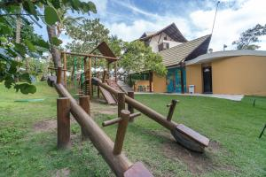 Children's play area at Condomínio Nannai Residence - Anchova 01