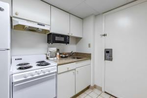 A kitchen or kitchenette at Quality Inn & Suites Oceanblock